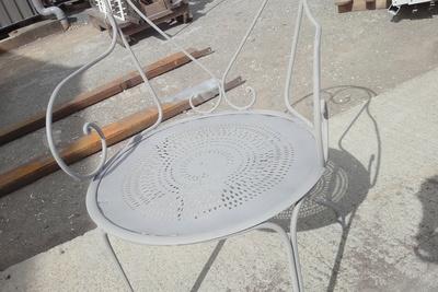 Avant-après : rénovation de selon de jardin métal par sablage et thermolaquage