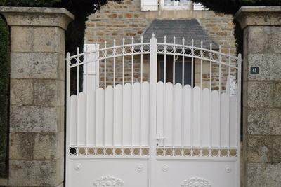 Rénovation d''un portail alu: sablage et thermolaquage