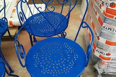 Sablage, métallisation et thermolaquage de chaises de jardin en métal