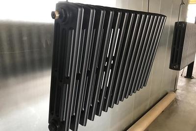 Sablage et thermolaquage d''un radiateur en fonte