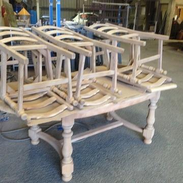 Rénovation de table et chaises en bois meublesable1