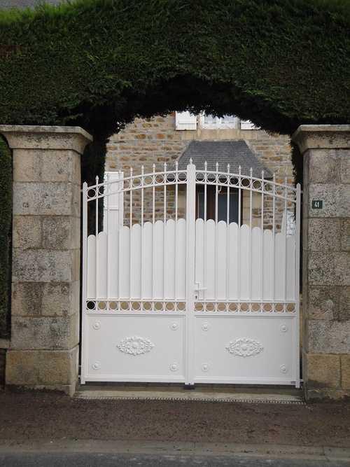 Rénovation d''un portail alu: sablage et thermolaquage 0