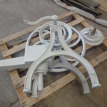 Rénovation d''une pompe à bras pompeabrassablee