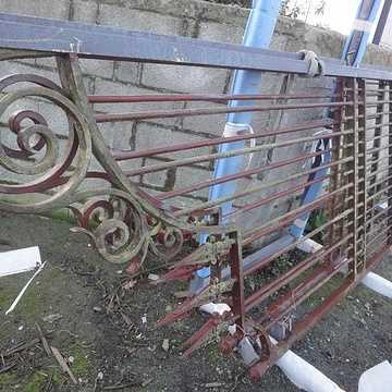 Sabler un portail ancien pour le rénover portailarenvover2