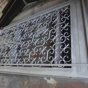 Rénovation d''une porte intérieur bportesablee