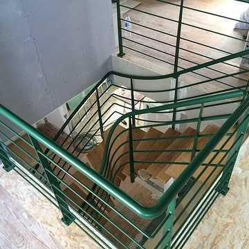 Sablage et thermolaquage escalier métal d-2