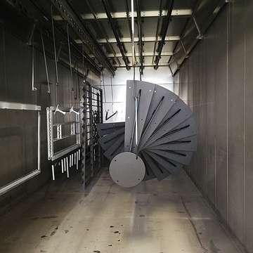 Sablage, métallisation et thermolaquage d'un escalier et d''un garde-corps en acier noir img20180227172906