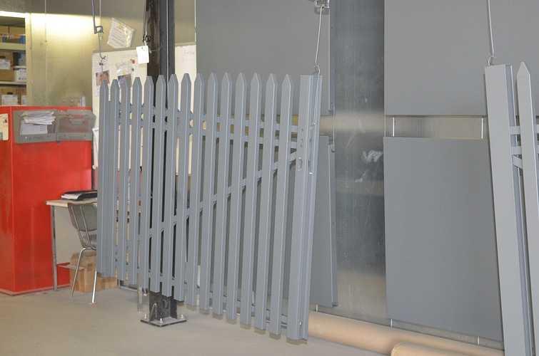 Portail et escaliers extérieurs : sablage, thermolaquage et métallisation dsc8869