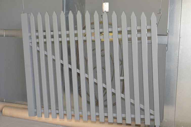 Portail et escaliers extérieurs : sablage, thermolaquage et métallisation dsc8872
