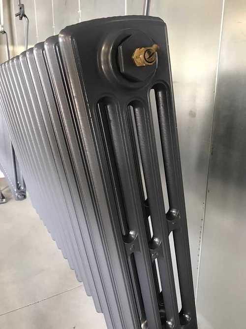 Sablage et thermolaquage d''un radiateur en fonte d
