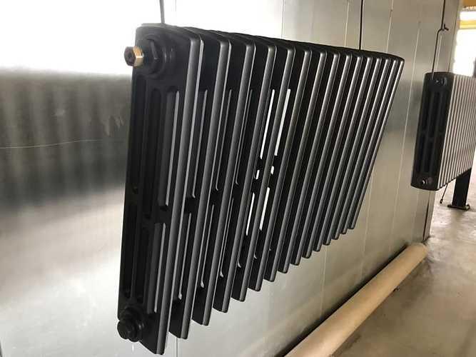 Sablage et thermolaquage d''un radiateur en fonte 0