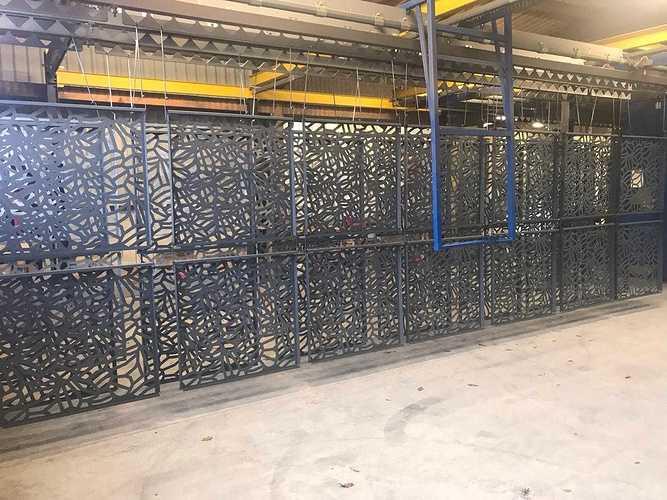 Primaire anti-corrosion sur garde-corps découpe laser -Ille-et-Vilaine (35) cmtp2